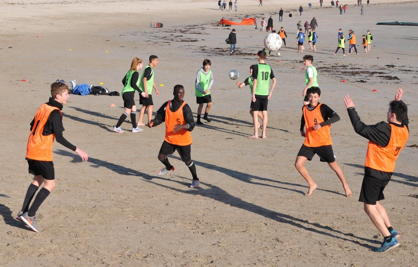 stage de Pâques 2019 Beach soccer jeu plaisir technique appuis sable