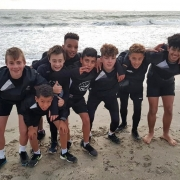 jeune enfant plage bretagne equipe